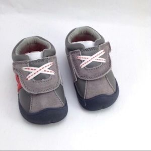 Carter's 'Oldies' gray 'tennis' velcro shoes